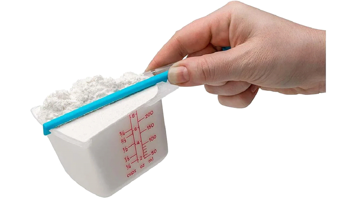 Self Leveling Measuring Cup